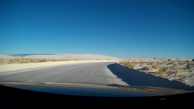 pov of driving in white sands national monument - 風致地区点の映像素材/bロール