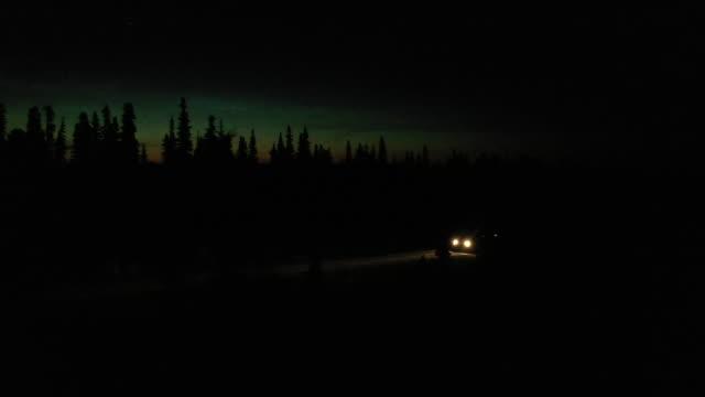 driving james bay road - 寒帯林点の映像素材/bロール