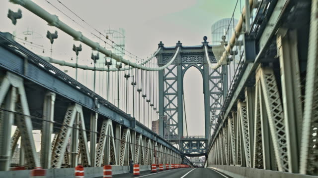 vídeos de stock e filmes b-roll de driving manhattan bridge. - ponte de manhattan