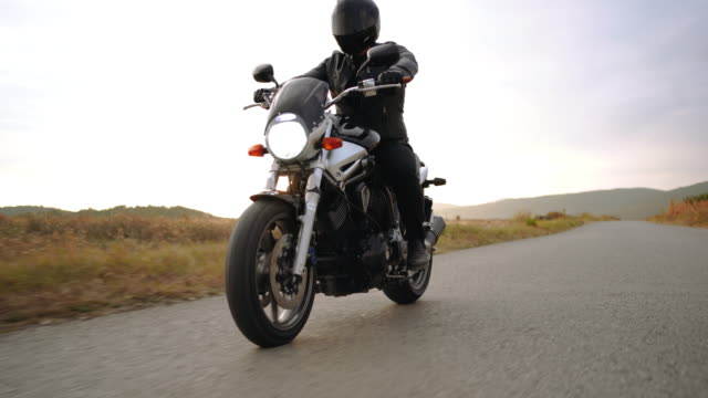 driving motorcycle on country road - fanale anteriore video stock e b–roll