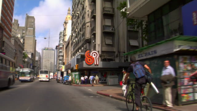 pov driving on 18 de julio avenue, montevideo, uruguay - モンテビデオ点の映像素材/bロール