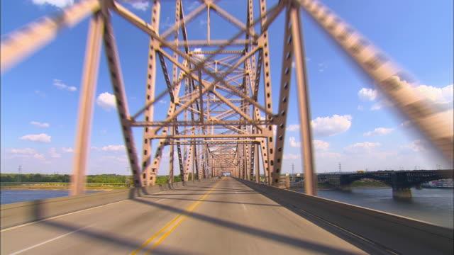 pov, driving on chain of rocks bridge, st. louis, missouri, usa - missouri mellanvästern bildbanksvideor och videomaterial från bakom kulisserna