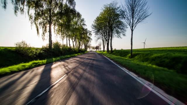 国の道路で運転するpov - 市街地の道路点の映像素材/bロール