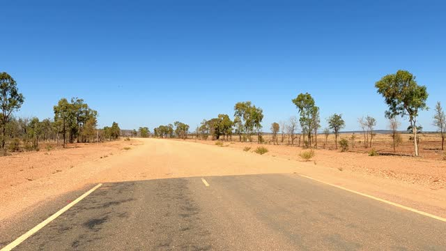 vídeos de stock e filmes b-roll de driving on dirt and asphalt country road, car point of view, outback australia - remote location