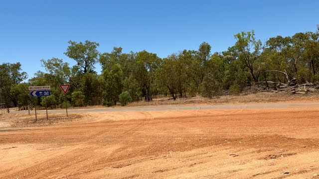 vídeos de stock e filmes b-roll de driving on dirt country road, car point of view, rural australia - remote location