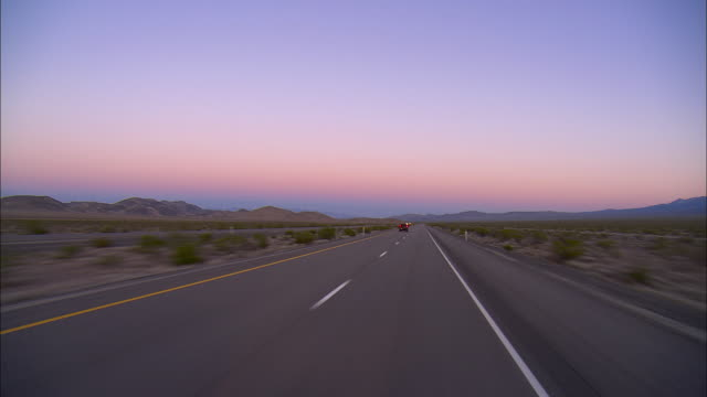 pov, driving on highway 95 near beatty, nevada, usa - ドライブ旅行点の映像素材/bロール