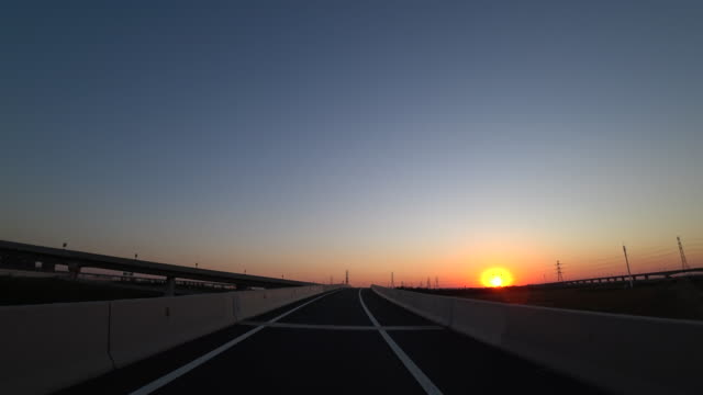 driving on highway against sunset - 消失点点の映像素材/bロール