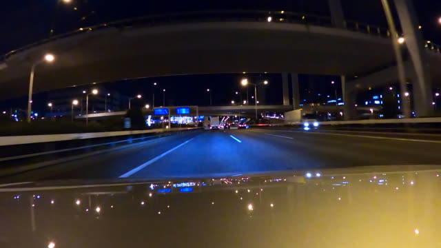 vídeos y material grabado en eventos de stock de conducir por la carretera por la noche capó - detrás