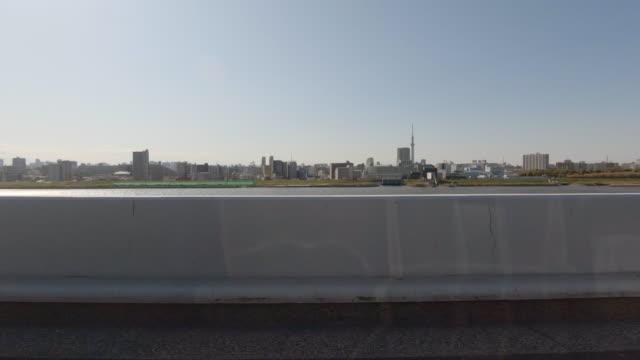 vidéos et rushes de conduite sur l'autoroute / vue latérale de la voiture / tokyo sky tre - bord de route