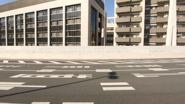 車からの高速道路/側面の眺めで運転 - side view点の映像素材/bロール