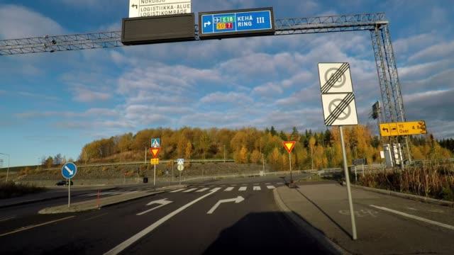 vídeos y material grabado en eventos de stock de driving on highway to helsinki from port, finland - señal de circulación