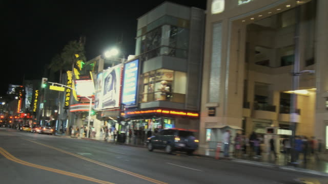 vídeos de stock, filmes e b-roll de rear pov driving on hollywood boulevard at night, hollywood, california, usa - bulevar