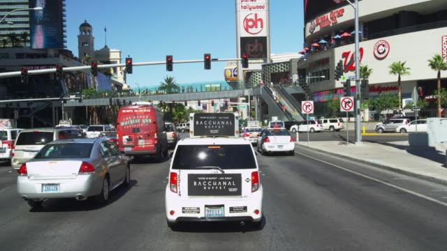 driving on las vegas blvd. in slow motion. - vägsignal bildbanksvideor och videomaterial från bakom kulisserna