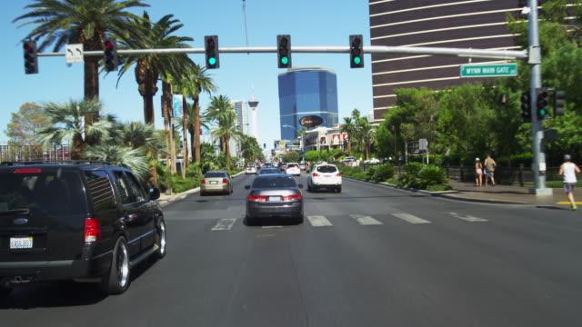 driving on las vegas blvd. in slow motion. - 市街地の道路点の映像素材/bロール