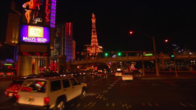 pov, driving on las vegas boulevard at night, las vegas, nevada, usa - eiffelturm nachbau stock-videos und b-roll-filmmaterial