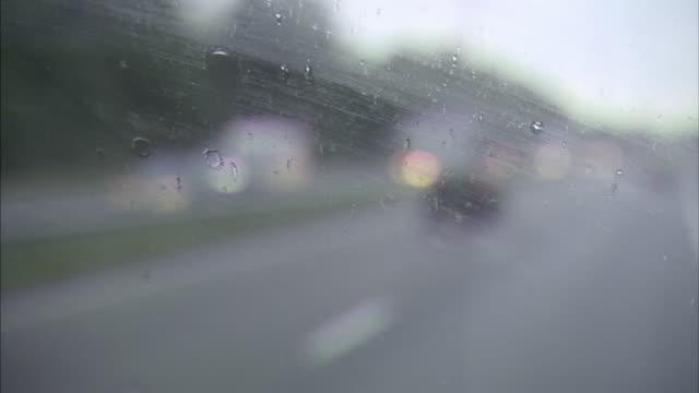 pov, cu, driving on rainy street, close-up of windshield, breda, netherlands - vindruta bildbanksvideor och videomaterial från bakom kulisserna
