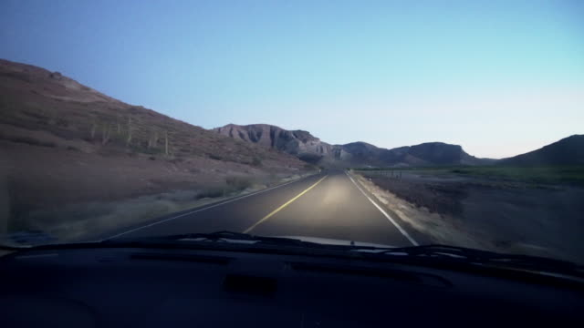 vidéos et rushes de pov, driving on rural road in mexico - péninsule de basse californie