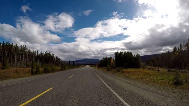 POV rijden op de schilderachtige weg