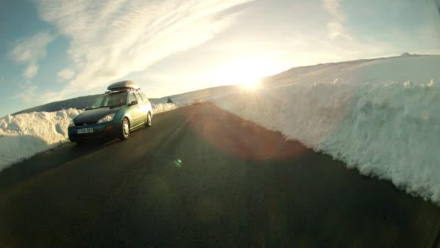 vídeos y material grabado en eventos de stock de driving pov on snowy country road in spain - hyperlapse time lapse - comunidad autónoma de aragón