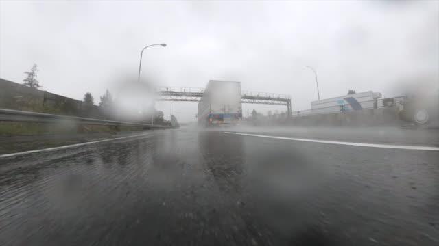 stockvideo's en b-roll-footage met het drijven op stormachtige weg - passeren