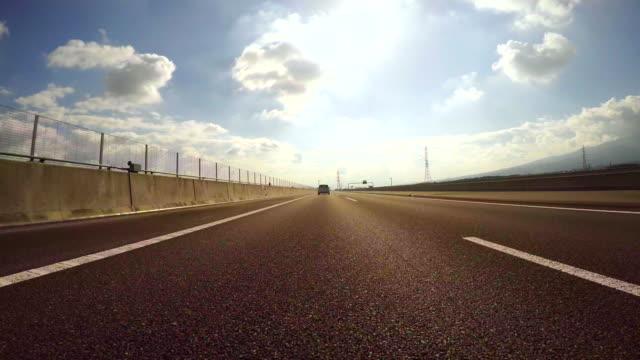 お車で高速道路を太陽 4 K