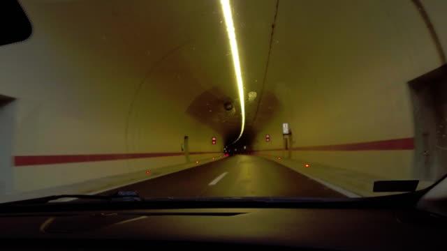 fahren auf der autobahn - auffahrt stock-videos und b-roll-filmmaterial