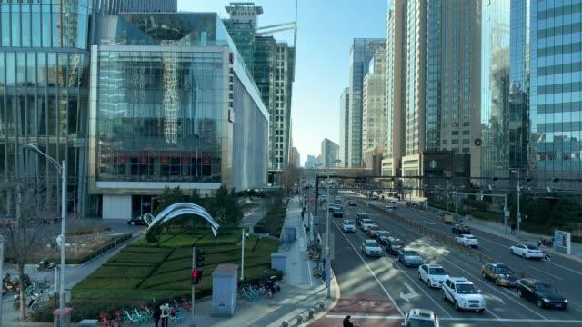 北京cbdの主要道路を走行 - beijing点の映像素材/bロール