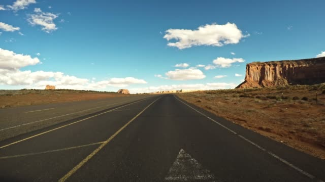 driving on the monument valley national park - luogo d'interesse video stock e b–roll