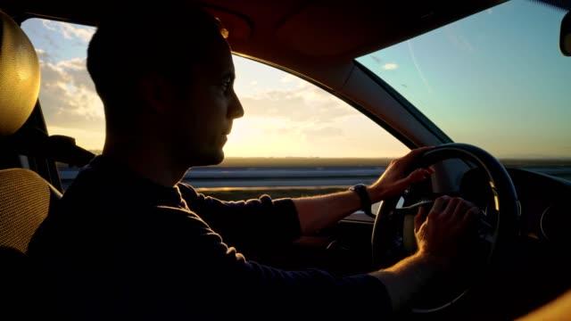 vídeos de stock e filmes b-roll de driving on the road - cantar