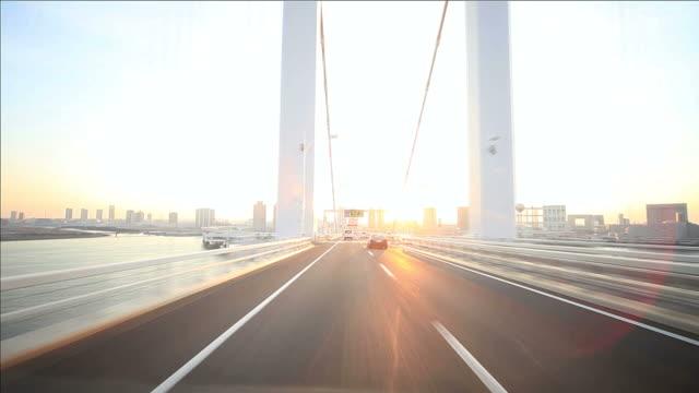 Fahren Sie über die Rainbow bridge-Tokyo