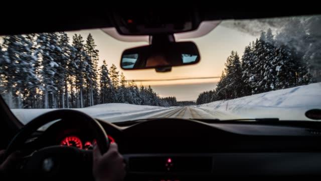 stockvideo's en b-roll-footage met rijden op winter weg - oogpunt - koud
