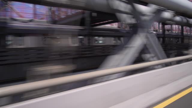 vídeos de stock, filmes e b-roll de driving over the williamsburg bridge passing vehicles and a subway train. - williamsburg new york