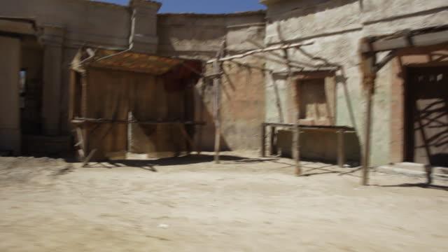 pov driving past structures on desert, rustic road / santa clarita, california, united states - santa clarita点の映像素材/bロール