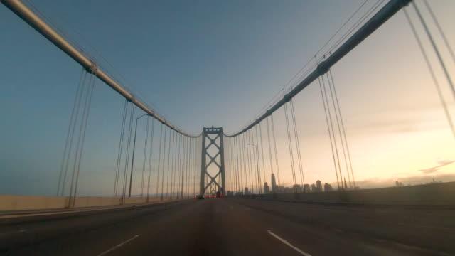 vídeos y material grabado en eventos de stock de conducción perspective bay bridge western span - stabilized shot