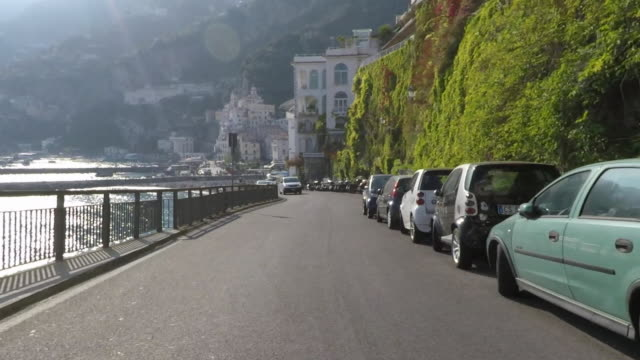 vídeos de stock, filmes e b-roll de driving pov on the amalfi coast road. - ponto de vista de carro