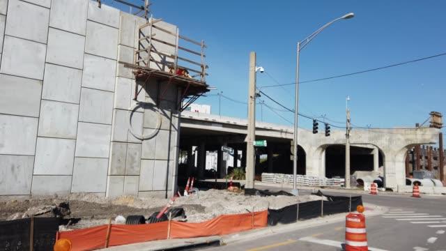 driving shot of highway road and bridge construction in orlando, florida - beton stock-videos und b-roll-filmmaterial