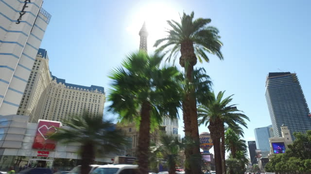 driving shot of sunlight and las vegas. - replica della torre eiffel video stock e b–roll