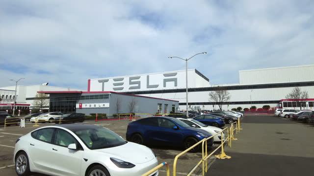 driving shot of tesla customer car delivery parking lot in palo alto, on march 22, 2021. - dolly shot stock videos & royalty-free footage
