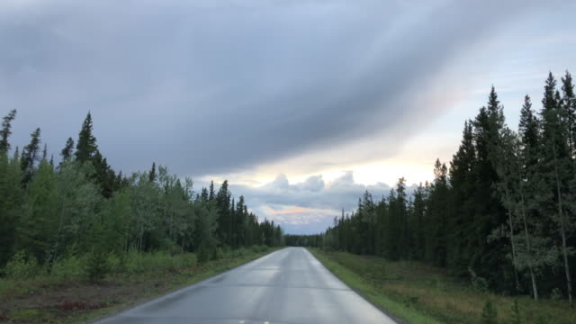 driving slowly in british columbia, canada at sunset in a rainy day - diminishing perspective stock videos & royalty-free footage
