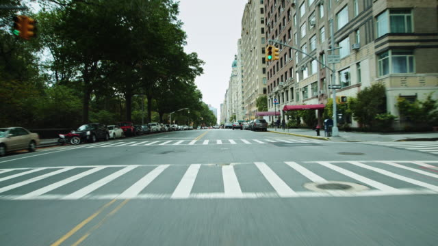 stockvideo's en b-roll-footage met driving south on central park west - west point new york