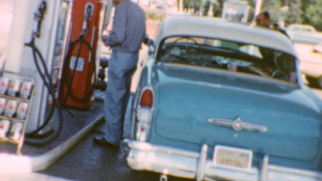 vidéos et rushes de of driving / steering wheel with logo / texaco signage / gas station / drinking fountain / driving cadillac in bay area on june 01, 1960 in san... - voiture particulière