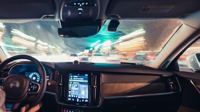 北京都市通りを通して運転 t/l pov - 光跡点の映像素材/bロール