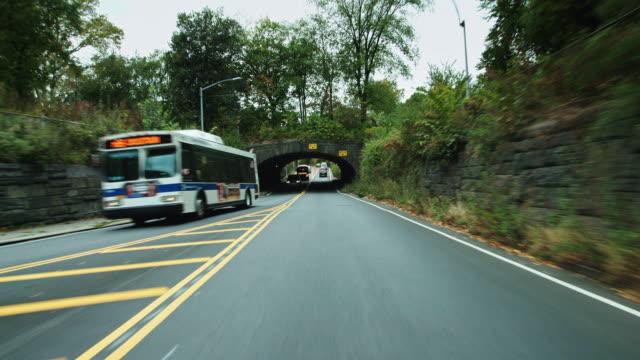 vidéos et rushes de driving through central park - traverse city