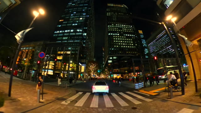 クリスマスイルミネーションを通して運転 - 街灯点の映像素材/bロール