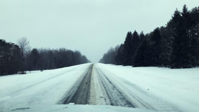 stockvideo's en b-roll-footage met rijden door diepe sneeuw - new hampshire