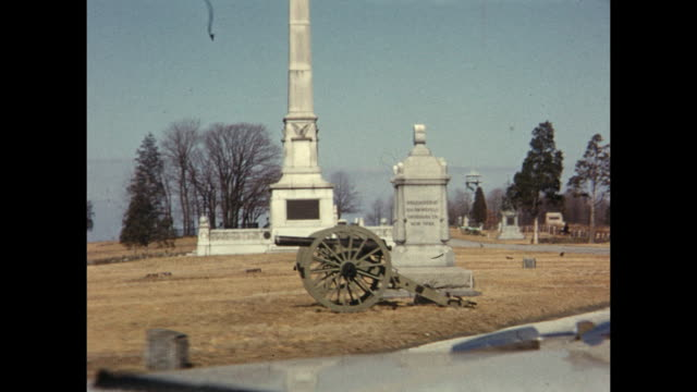 1954 montage pov driving through gettysburg national military park, civil war cemetery, gettysburg, pennsylvania - 1954 bildbanksvideor och videomaterial från bakom kulisserna