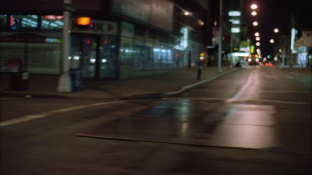ms pov driving through highway in city at night - 50 sekunder eller längre bildbanksvideor och videomaterial från bakom kulisserna