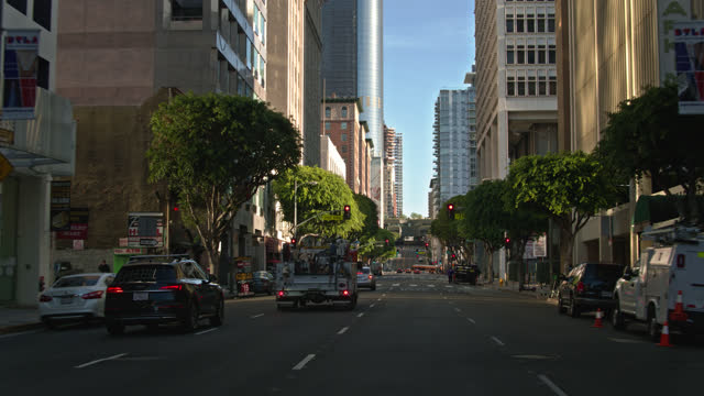 driving through intersection of olive st and 7th st in dtla - driving plate stock videos & royalty-free footage