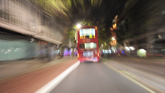 stockvideo's en b-roll-footage met t/l pov driving through london at night / greater london, uk - greater london