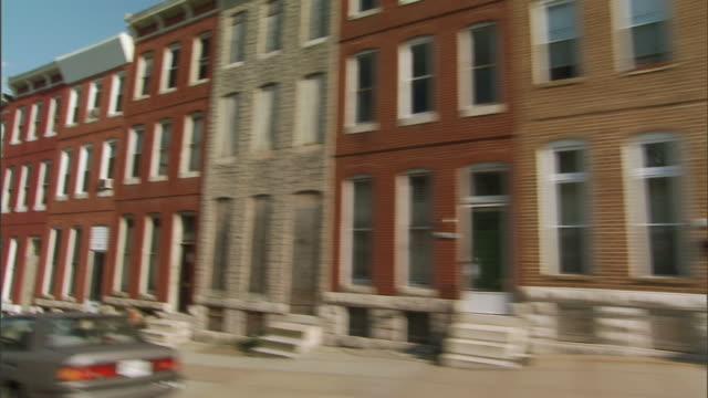 vídeos y material grabado en eventos de stock de hd driving through low income neighborhood two family homes row houses w/ few boarded brick church - casa de ladrillo